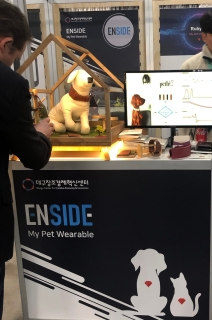 Booth with icon of dog and cat, text reads: Enside My Pet Wearable.